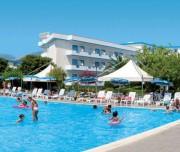 villaggio_gforte_piscina-tSa-696X365